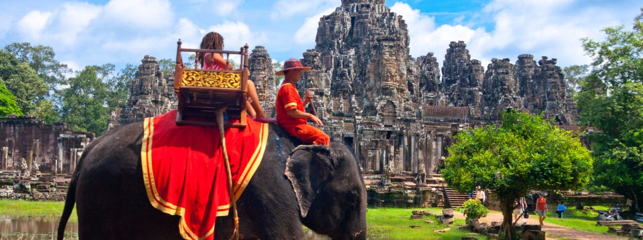 http://clubamerica.es/wp-content/uploads/2017/07/heres-why-angkor-wat-was-just-named-the-best-tourist-attraction-in-the-world-1250x467.jpg